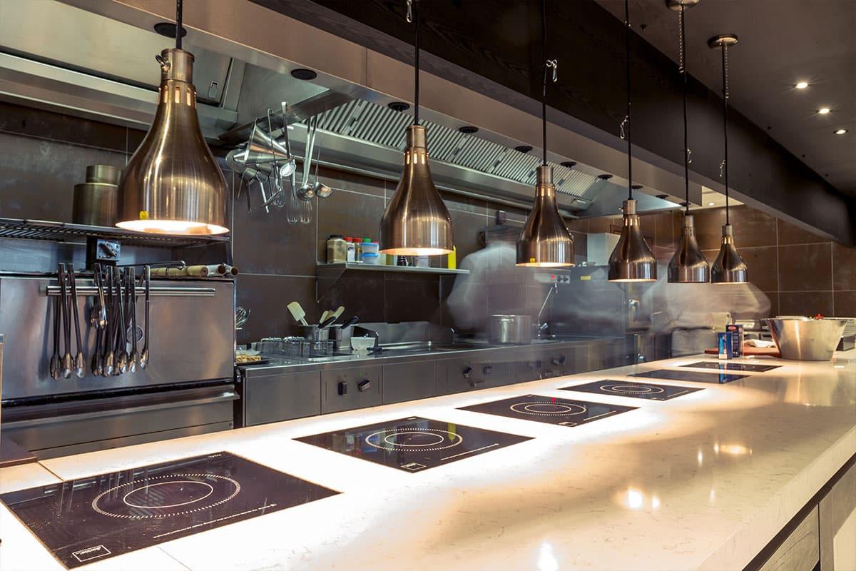 Generadores de ozono para eliminar malos olores de cocinas en restaurantes